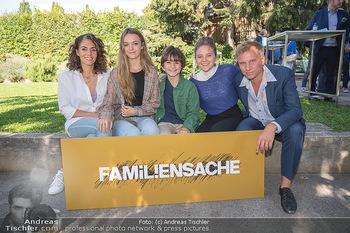 ORF Serienmontag Pressetermin - Interspot Filmstudios - Fr 10.09.2021 - Familiensache Fernsehfamilie mit Kindern, Katrin LUX, Robert STA37