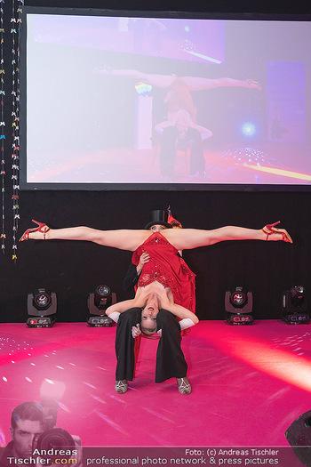 Diversity Ball - Kursalon Hübner, Wien - Sa 11.09.2021 - Auftritt, Striptease Show, lustiges Foto, Spagat152