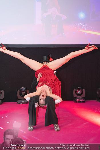 Diversity Ball - Kursalon Hübner, Wien - Sa 11.09.2021 - Auftritt, Striptease Show, lustiges Foto, Spagat153