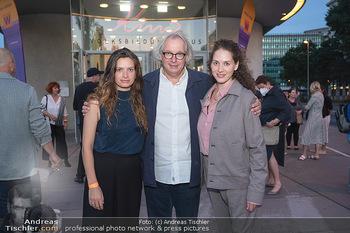 Kinopremiere ´Die Schachnovelle´ - Urania Kino - Mo 13.09.2021 - Danny KRAUSZ mit Tochter Fanny und Noemi8