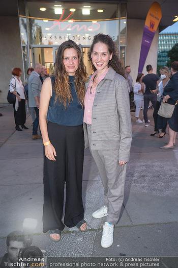 Kinopremiere ´Die Schachnovelle´ - Urania Kino - Mo 13.09.2021 - Fanny und Noemi KRAUSZ (Schwestern)9