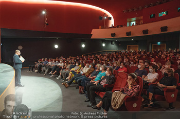 Kinopremiere ´Die Schachnovelle´ - Urania Kino - Mo 13.09.2021 - Voller Kinosaal trotz Corona Pandemie, Maskenpflicht, 3G-Kontrol45