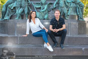 Fototermin Mariella Ahrens - Park hinterm Ritz, Wien - Di 14.09.2021 - Mariella AHRENS, Clemens TRISCHLER bei Beethoven Denkmal9