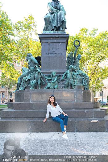 Fototermin Mariella Ahrens - Park hinterm Ritz, Wien - Di 14.09.2021 - Mariella AHRENS bei Ludwig van Beethoven Denkmal16