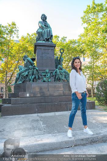 Fototermin Mariella Ahrens - Park hinterm Ritz, Wien - Di 14.09.2021 - Mariella AHRENS bei Ludwig van Beethoven Denkmal18