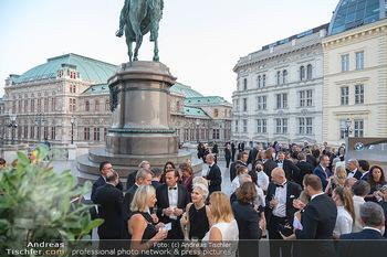Fundraising Dinner - Albertina, Wien - Di 14.09.2021 - Gäste beim Cocktailempfang, Sommerfest, Terrasse, Publikum50
