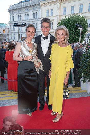 Fundraising Dinner - Albertina, Wien - Di 14.09.2021 - Elisabeth GÜRTLER mit Sohn Georg und dessen Freundin Eva53