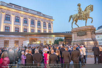 Fundraising Dinner - Albertina, Wien - Di 14.09.2021 - Gäste beim Cocktailempfang, Sommerfest, Terrasse, Publikum76