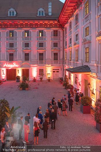 Herbstgold Festival Eröffnung - Schloss Esterhazy, Eisenstadt - Mi 15.09.2021 - Schlange vor Eingang bei 3G-Kontrolle96