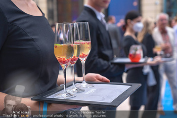 90 Jahre GW Cosmetics - Gartenpalais Liechtenstein, Wien - Do 16.09.2021 - welcome cocktail, blue carpet, drinks40