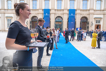 90 Jahre GW Cosmetics - Gartenpalais Liechtenstein, Wien - Do 16.09.2021 - welcome cocktail, blue carpet, drinks41