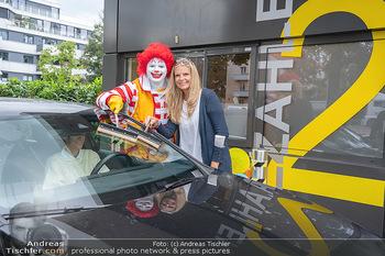 Carwash Day 2021 - McDonalds McDrive 1110 und 1220 Wien - Fr 17.09.2021 - Ronald McDonald, Karin SCHMIDT59