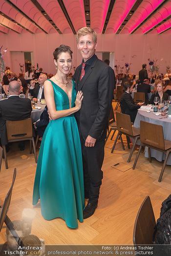 Schmuckstars Awards 2021 - Hotel Andaz, Wien - Sa 18.09.2021 - Maria YAKOVLEVA mit Freund Rene MUC24