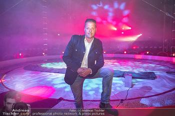 Premiere Zirkus Louis Knie - Zirkuszelt bei der Donaumarina, Wien - Mi 22.09.2021 - Louis KNIE in der Manege, Zirkuszelt10