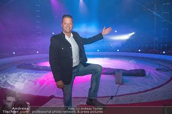 Premiere Zirkus Louis Knie - Zirkuszelt bei der Donaumarina, Wien - Mi 22.09.2021 - Louis KNIE in der Manege, Zirkuszelt11