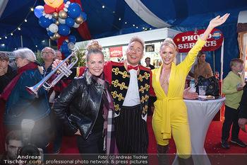 Premiere Zirkus Louis Knie - Zirkuszelt bei der Donaumarina, Wien - Mi 22.09.2021 - Evelyn RILLE, Clown Christian, Kathi STEININGER24