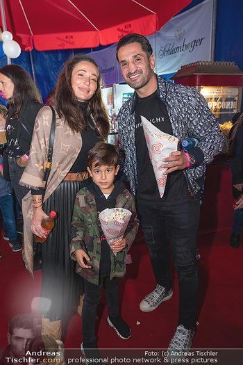 Premiere Zirkus Louis Knie - Zirkuszelt bei der Donaumarina, Wien - Mi 22.09.2021 - Familie Ines und Fadi MERZA mit Sohn Michel35