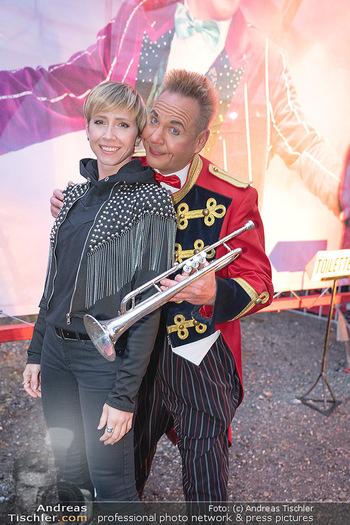Premiere Zirkus Louis Knie - Zirkuszelt bei der Donaumarina, Wien - Mi 22.09.2021 - Rebecca RAPP mit Clown Christian38