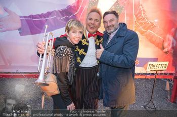 Premiere Zirkus Louis Knie - Zirkuszelt bei der Donaumarina, Wien - Mi 22.09.2021 - Rebecca RAPP, Martin LEUTGEB mit Clown Christian39