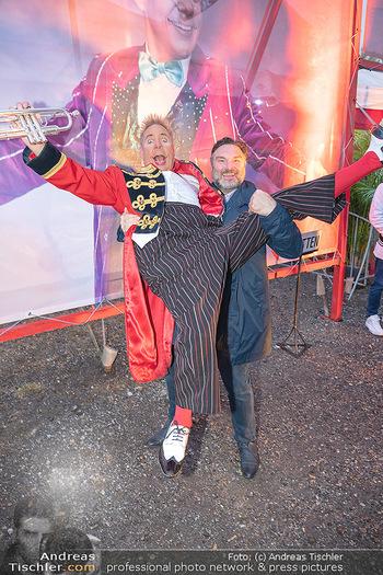 Premiere Zirkus Louis Knie - Zirkuszelt bei der Donaumarina, Wien - Mi 22.09.2021 - Martin LEUTGEB mit Clown Christian40
