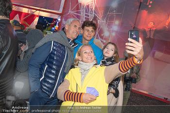 Premiere Zirkus Louis Knie - Zirkuszelt bei der Donaumarina, Wien - Mi 22.09.2021 - Familie Tini und Michael KONSEL mit Sohn Moritz und dessen Freun47