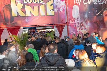 Premiere Zirkus Louis Knie - Zirkuszelt bei der Donaumarina, Wien - Mi 22.09.2021 - großer Andrang, Menschenmassen vor dem Eingang, Zirkuszelt50