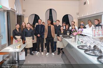 Neueröffnung - Cafe Bellaria - Do 23.09.2021 - David FIGAR, Rubin OKOTIE mit ihrem Team, Mannschaft, Personal2