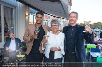 Neueröffnung - Cafe Bellaria - Do 23.09.2021 - David FIGAR mit seiner Mutter, Rubin OKOTIE9