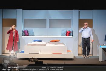Arthur & Claire Bühnenfotos - Stadttheater Berndorf - Sa 25.09.2021 - Kristina SPRENGER, Ferry ÖLLINGER11