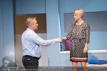 Arthur & Claire Bühnenfotos - Stadttheater Berndorf - Sa 25.09.2021 - Kristina SPRENGER, Ferry ÖLLINGER30