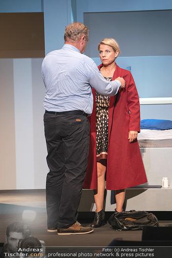 Arthur & Claire Bühnenfotos - Stadttheater Berndorf - Sa 25.09.2021 - Kristina SPRENGER, Ferry ÖLLINGER32