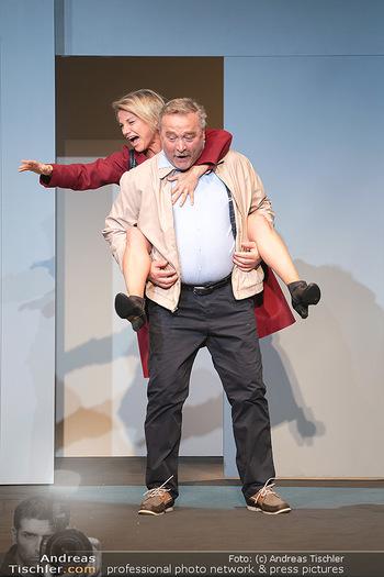 Arthur & Claire Bühnenfotos - Stadttheater Berndorf - Sa 25.09.2021 - Kristina SPRENGER, Ferry ÖLLINGER40