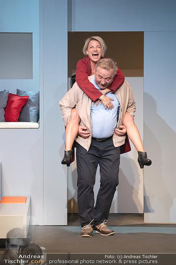 Arthur & Claire Bühnenfotos - Stadttheater Berndorf - Sa 25.09.2021 - Kristina SPRENGER, Ferry ÖLLINGER41