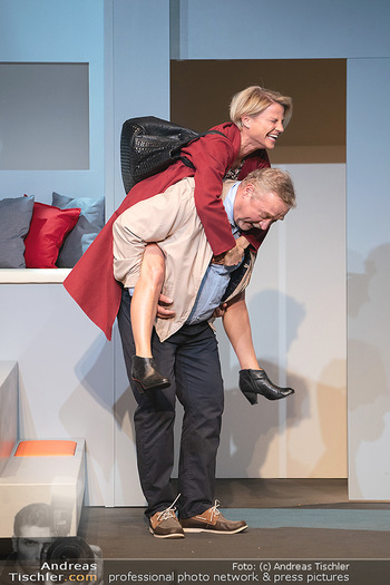 Arthur & Claire Bühnenfotos - Stadttheater Berndorf - Sa 25.09.2021 - Kristina SPRENGER, Ferry ÖLLINGER43