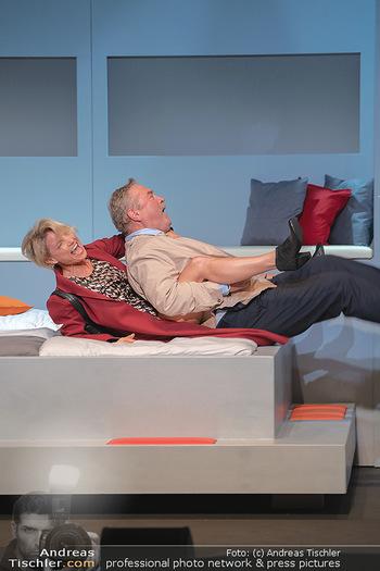 Arthur & Claire Bühnenfotos - Stadttheater Berndorf - Sa 25.09.2021 - Kristina SPRENGER, Ferry ÖLLINGER44
