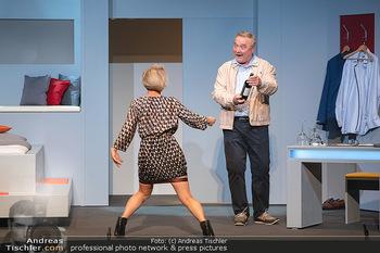 Arthur & Claire Bühnenfotos - Stadttheater Berndorf - Sa 25.09.2021 - Kristina SPRENGER, Ferry ÖLLINGER48