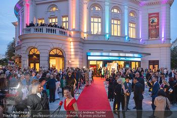 We are Musical - Eröffnungsgala - Raimund Theater, Wien - So 26.09.2021 - red carpet Empfang, Menschen Gäste vor dem Theater, Vorplatz, A1