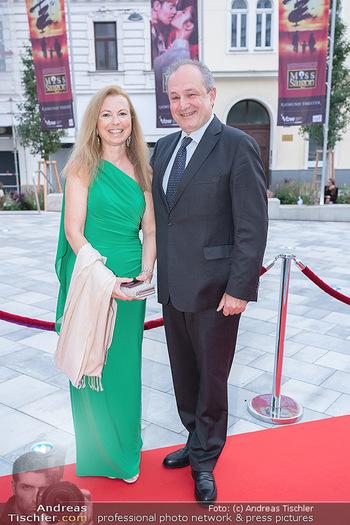 We are Musical - Eröffnungsgala - Raimund Theater, Wien - So 26.09.2021 - Franz PATAY mit Ehefrau Bettina2