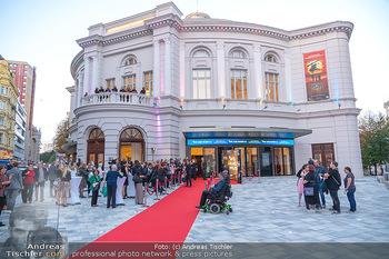 We are Musical - Eröffnungsgala - Raimund Theater, Wien - So 26.09.2021 - red carpet Empfang, Menschen Gäste vor dem Theater, Vorplatz, A8