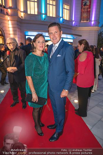 We are Musical - Eröffnungsgala - Raimund Theater, Wien - So 26.09.2021 - Peter HANKE mit Ehefrau59