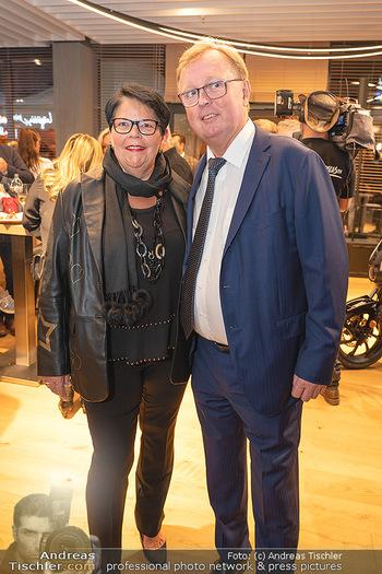 Eröffnung - Opening 2.0 - Hola! Tapas Bar Aufhof - Mi 29.09.2021 - Peter SCHAIDER mit Ehefrau Ines19