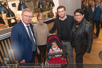 Eröffnung - Opening 2.0 - Hola! Tapas Bar Aufhof - Mi 29.09.2021 - Peter SCHAIDER mit Ehefrau Ines, Sohn Peter jun. und dessen Frau22