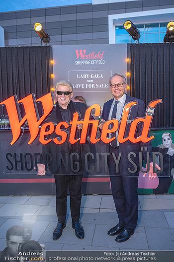 Lady Gaga Streaming Konzert - Westfield SCS, NÖ - Do 30.09.2021 - HEINO, Arnaud BURLIN48