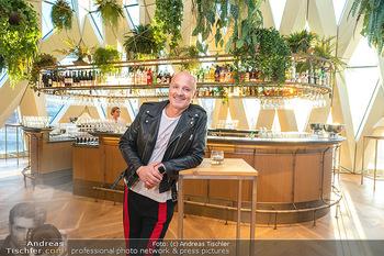 Eröffnung - Hotel Motto, Wien - Fr 01.10.2021 - Bernd SCHLACHER vor der Bar im 7. Stock9