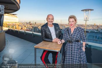 Eröffnung - Hotel Motto, Wien - Fr 01.10.2021 - Bernd SCHLACHER, Direktorin Fanny HOLZER-LUSCHNIG auf der Dachte16