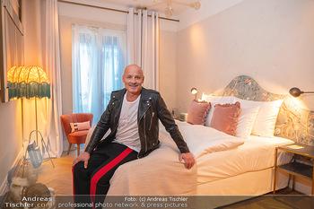 Eröffnung - Hotel Motto, Wien - Fr 01.10.2021 - Bernd SCHLACHER in einem Hotelzimmer19