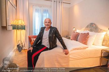Eröffnung - Hotel Motto, Wien - Fr 01.10.2021 - Bernd SCHLACHER in einem Hotelzimmer20