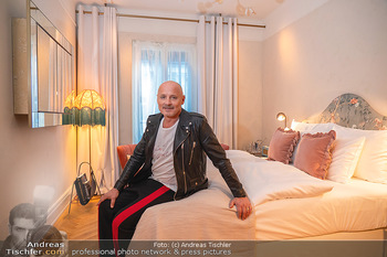 Eröffnung - Hotel Motto, Wien - Fr 01.10.2021 - Bernd SCHLACHER in einem Hotelzimmer21