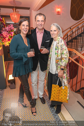 Eröffnung - Hotel Motto, Wien - Fr 01.10.2021 - Christiane WENCKHEIM mit Schwester Mariann, Eugen OTTO108
