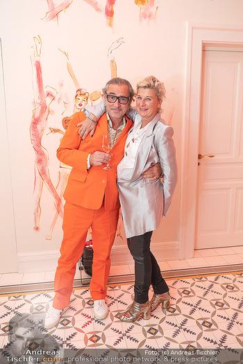 Eröffnung - Hotel Motto, Wien - Fr 01.10.2021 - Michaela KLEIN mit Ehemann110